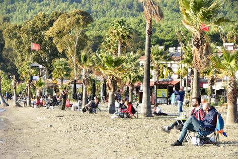 Sıcak Hava Plajı Doldurdu