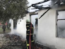 Evde çıkan yangın hasara yol açtı