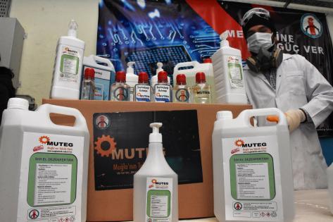 meslek lisesi öğretmenleri 70 bin litre dezenfektan üretti