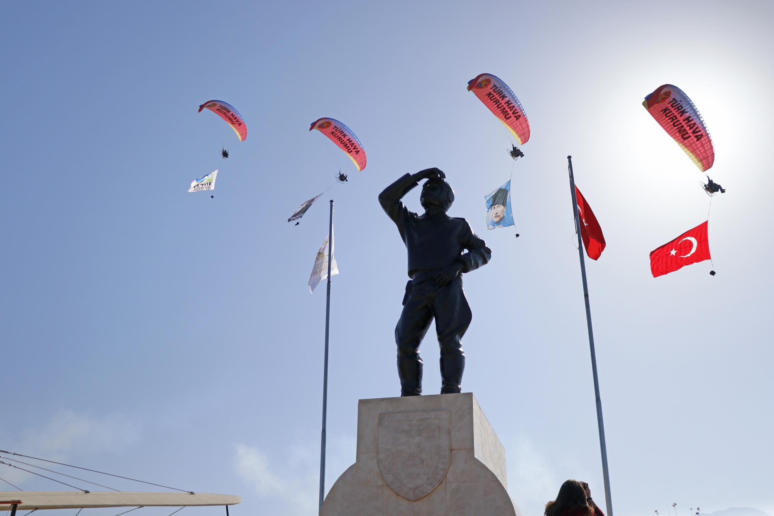 Türk havacılığının ilk pilotlarından Tayyareci Fethi Bey isminin verildiği Fethiye'de anıldı