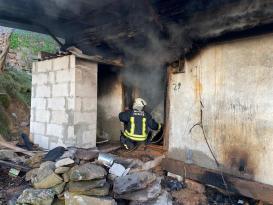 Milas'ta evde çıkan yangın ilk müdahale tankeriyle söndürüldü