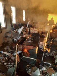 evde çıkan yangın itfaiye ekiplerince söndürüldü
