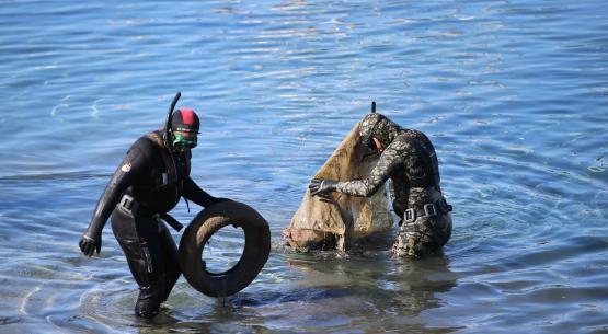 Bodrum'da deniz dibi temizliğinde bir ton atık toplandı