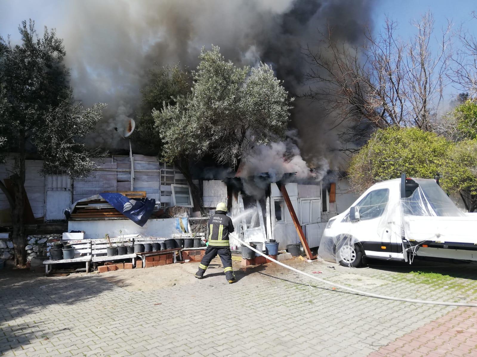 Yangında zarar gören Aylı'ya belediyeden yardım