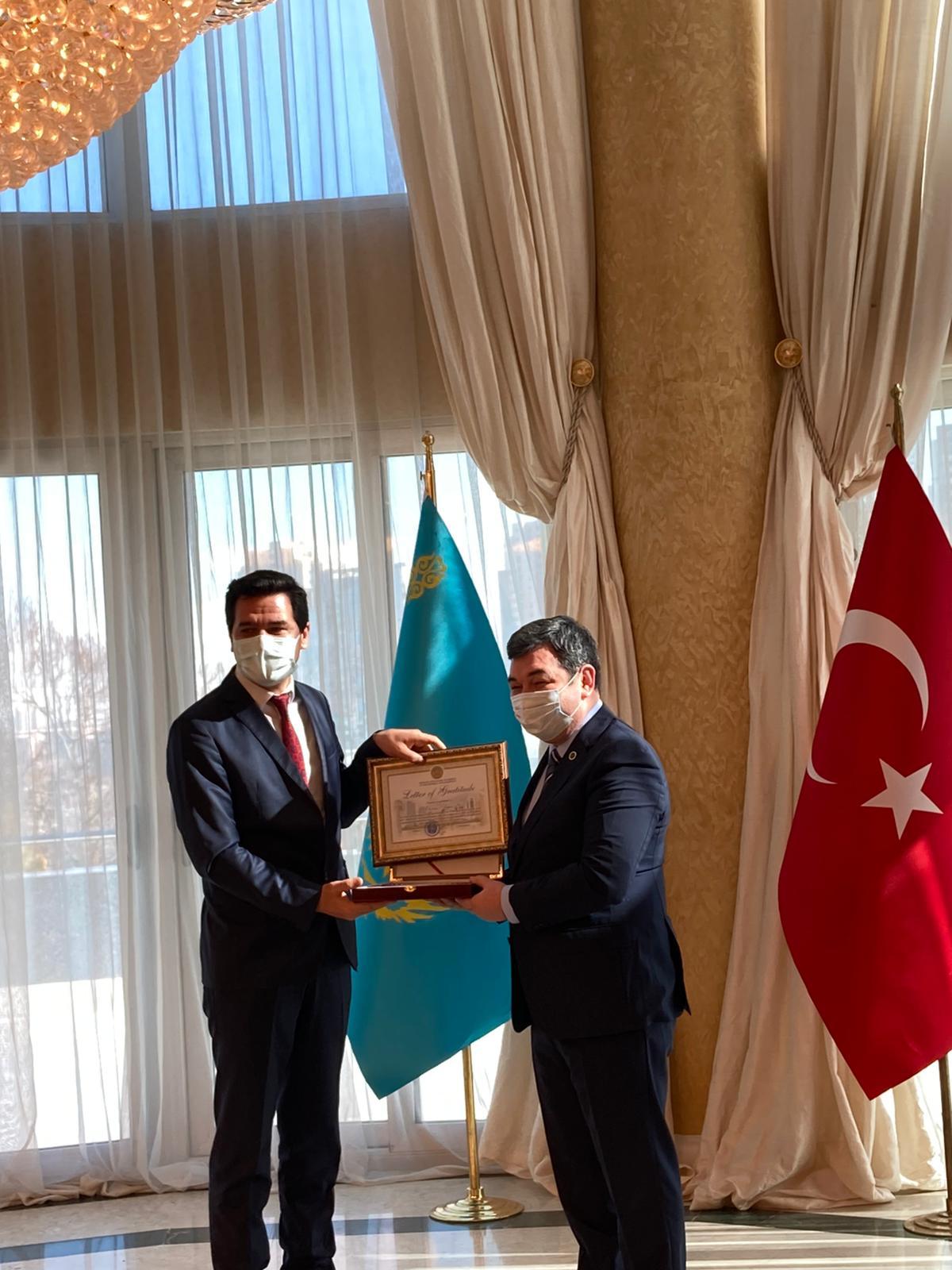 MSKÜ Öğretim Üyesi Ayan, Kazakistan Devlet Ödülünün Sahibi Oldu