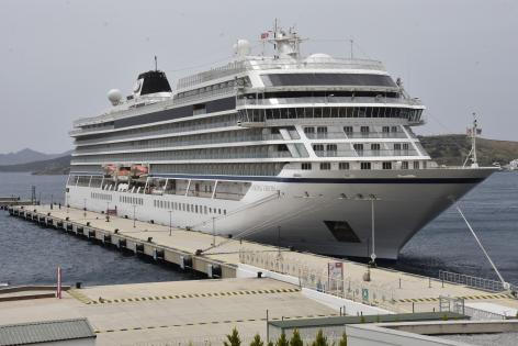 """Norveç bayraklı kruvaziyer gemisi """"Viking Orion"""" sezon hazırlığı için Bodrum'a demirledi"""