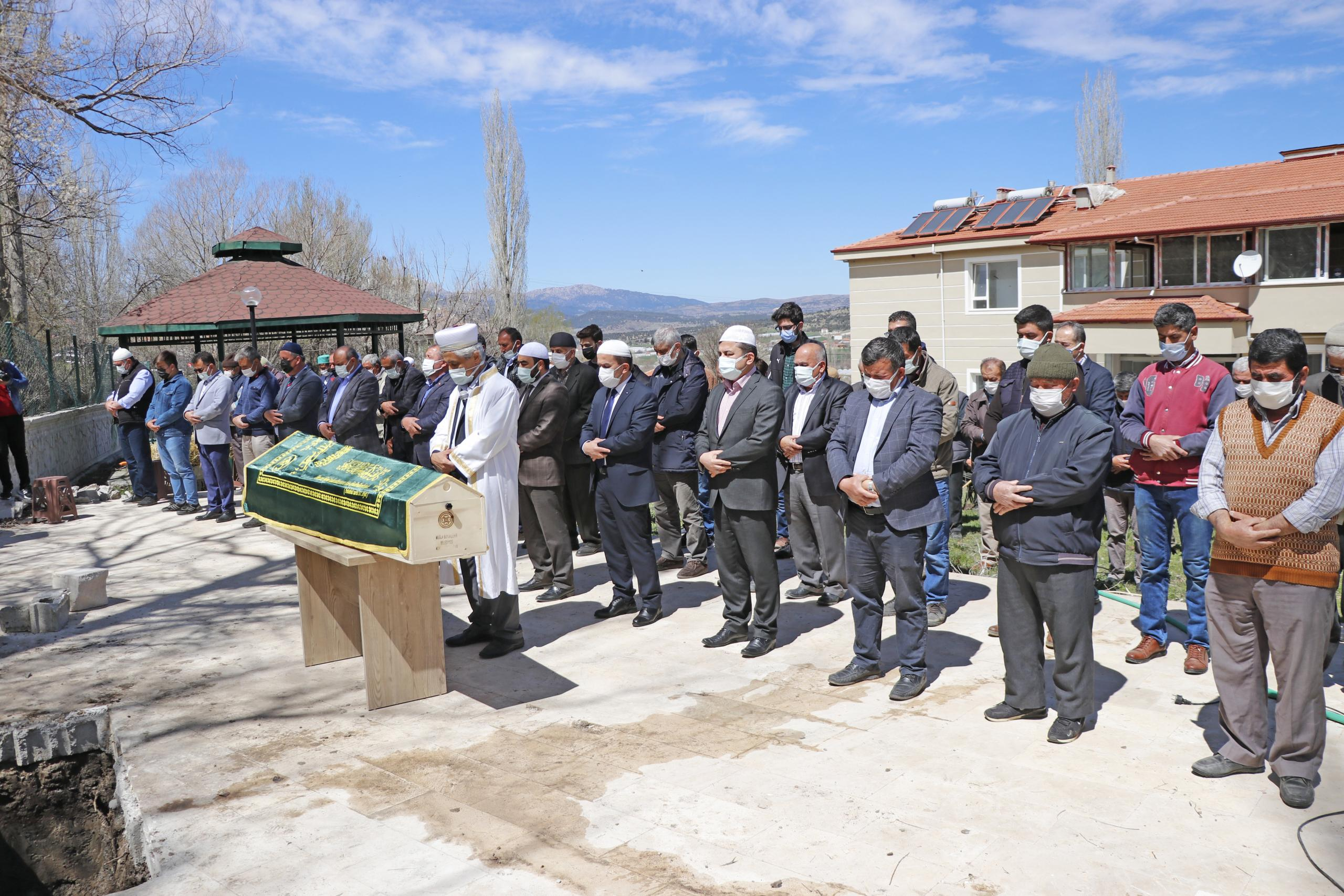 Vakıf Başkanı Prof. Dr. Özek, memleketi Muğla'da toprağa verildi