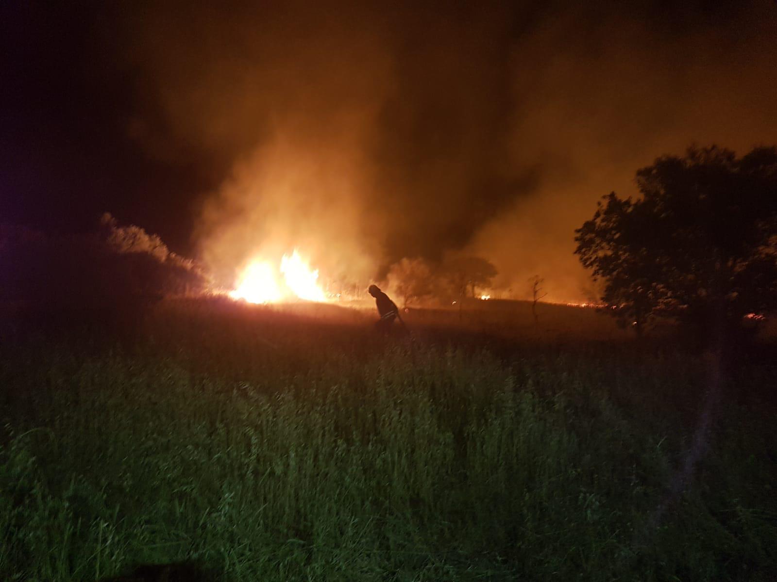 makilik ve otluk alanda çıkan yangın söndürüldü