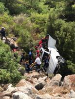 Marmaris'te uçuruma devrilen otomobilin sürücüsünü itfaiye kurtardı